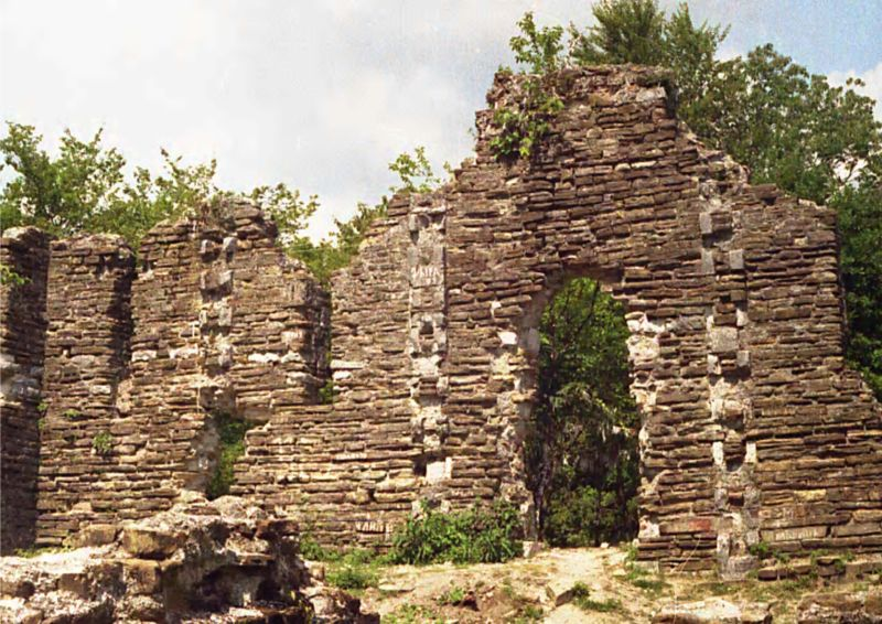 Келасурская стена (Абхазия) - экскурсии, гиды, туры, трансферы